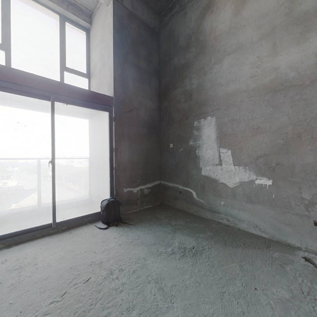 中恒广场 复式公寓  毛坯房 可以随意装修 看房联系我