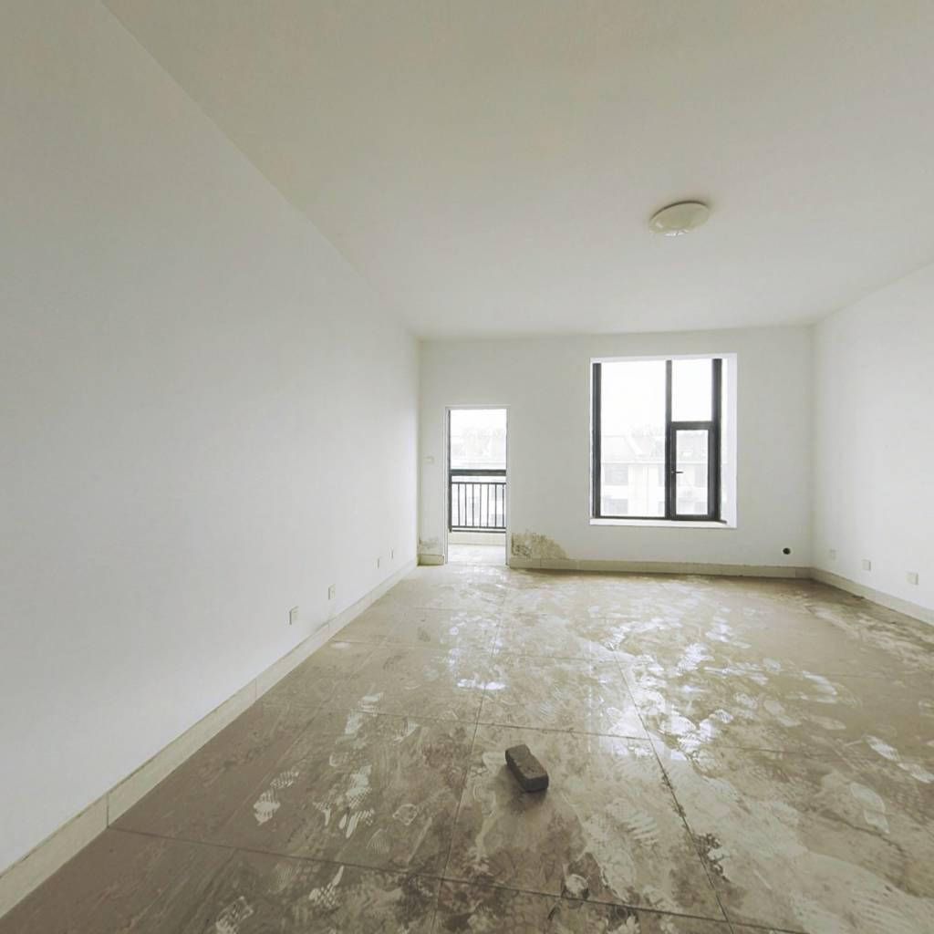 顶楼复式,南北双阳台,采光刺眼,简装带40平大露台
