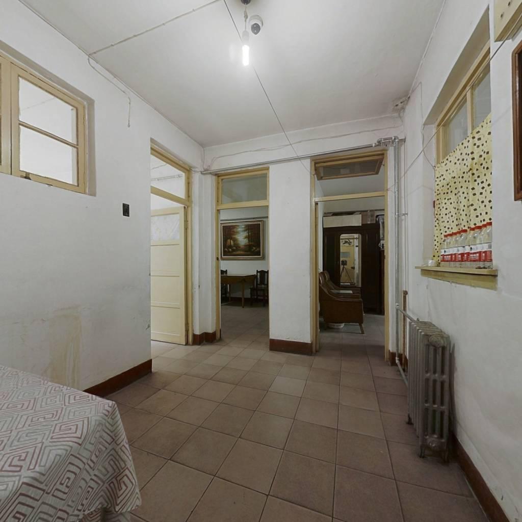 六里山路单位宿舍 三室一厅户型 南北通透头 采光充足