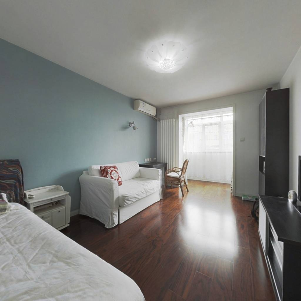 南向精装一居室,业主诚心出售,看房方便