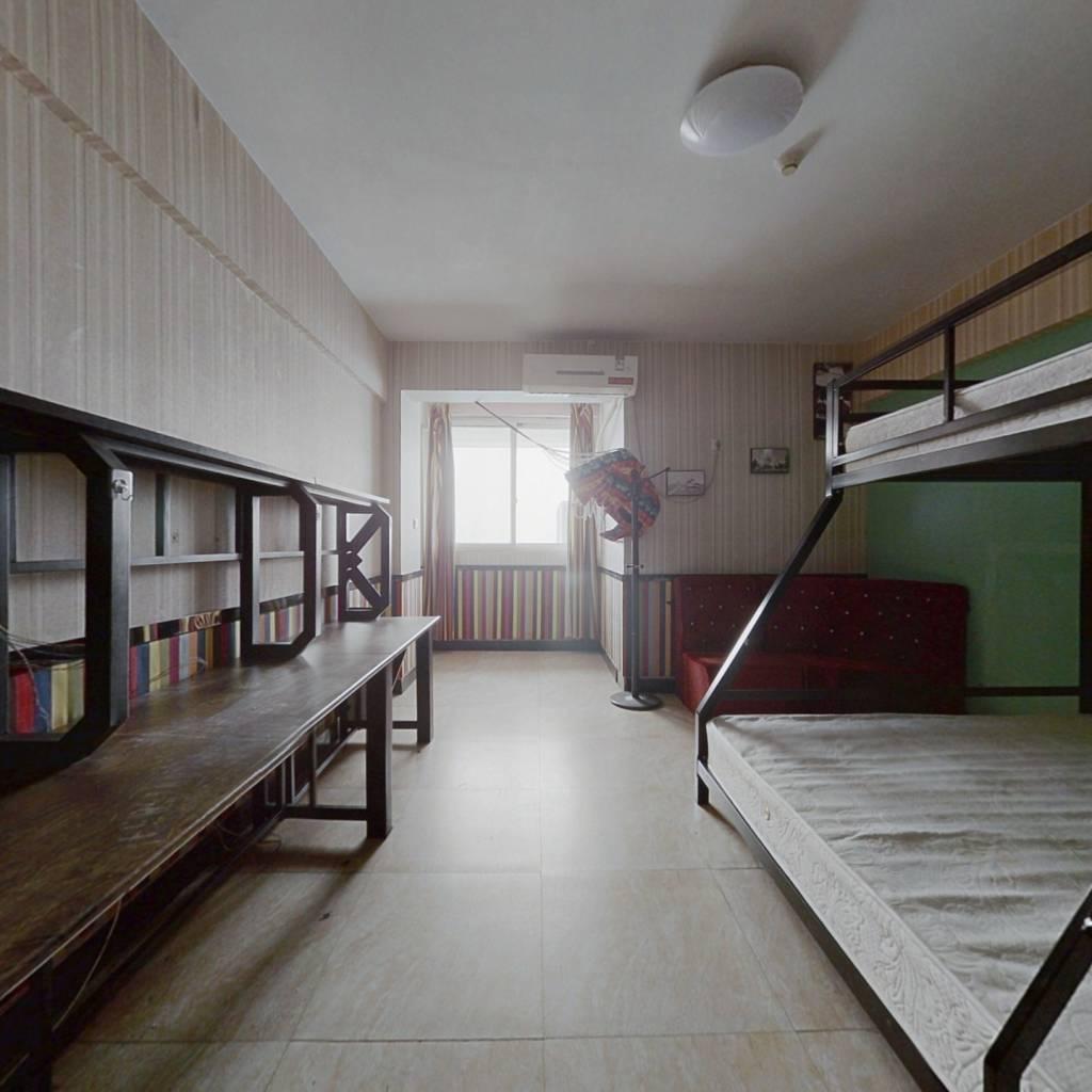易居时代一室一厨一卫电梯房北户