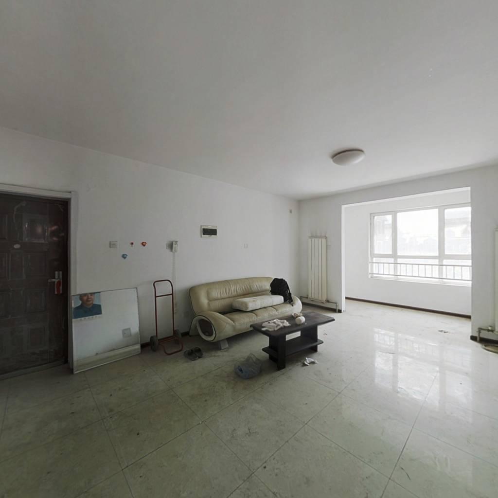 此房采光好南北通透四楼三室,配套齐全,出行便利!