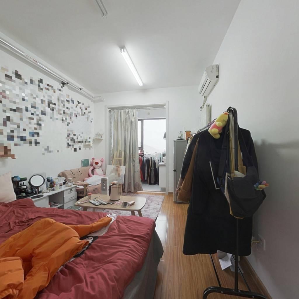 中海国际公馆 简装公寓 有双气