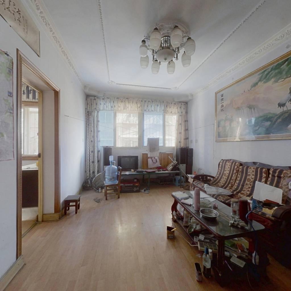 房子两室一厅一厨一卫,产权满二,装修