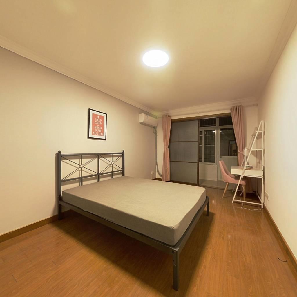 合租·殷行路470弄 3室1厅 南卧室图