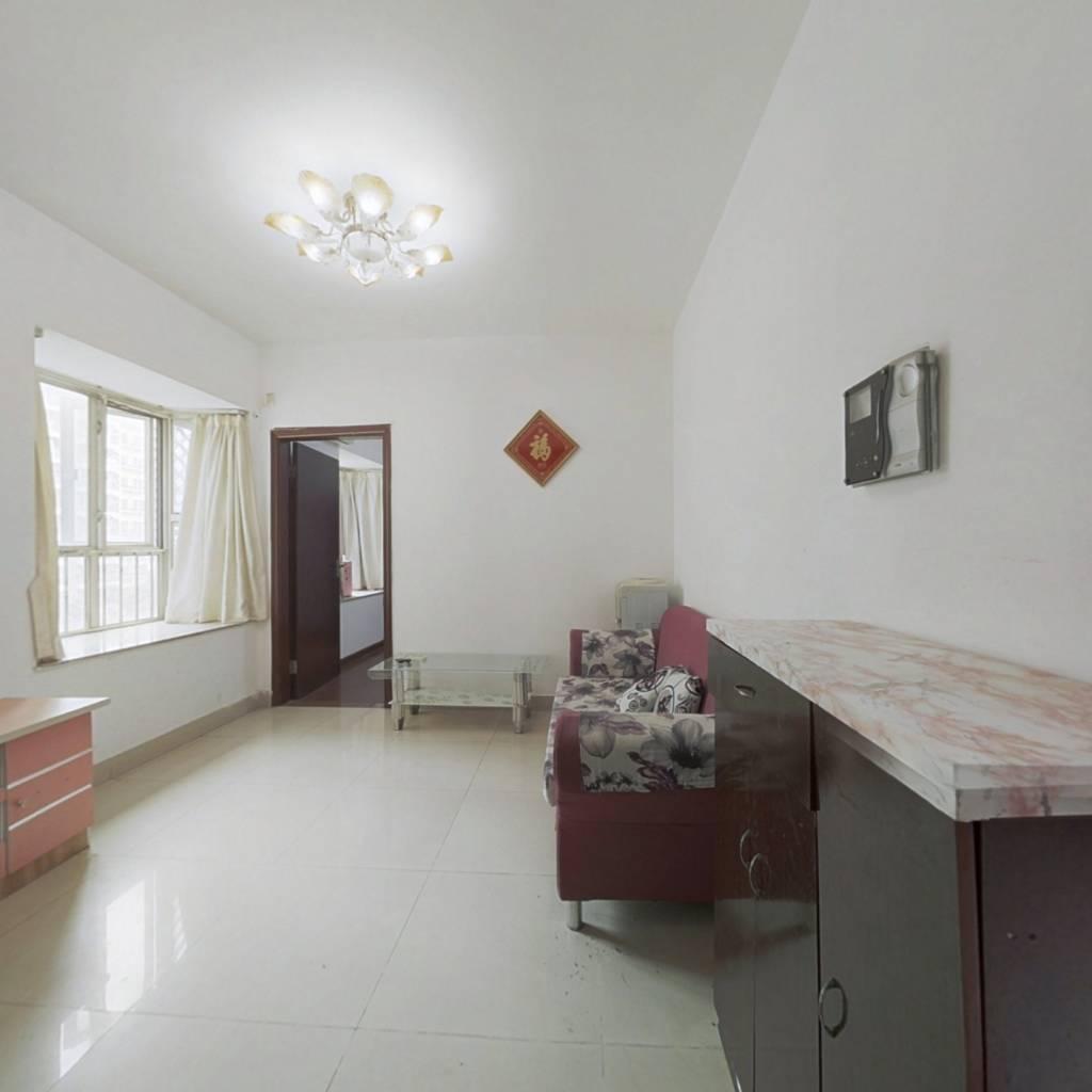 : 此户型方正无拐角,房子重新装修干净整洁温馨舒适