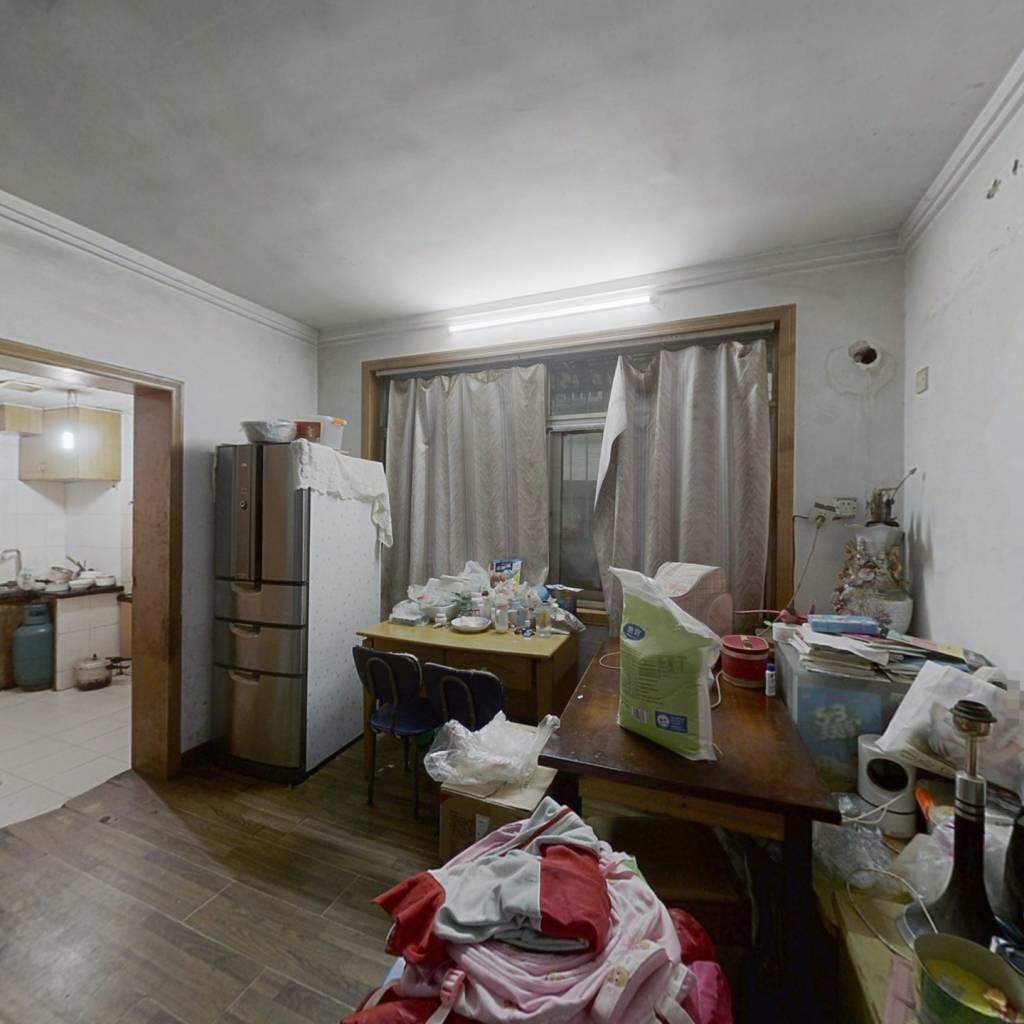 得房率高 正规一房一厅 南北对流 二楼近地铁