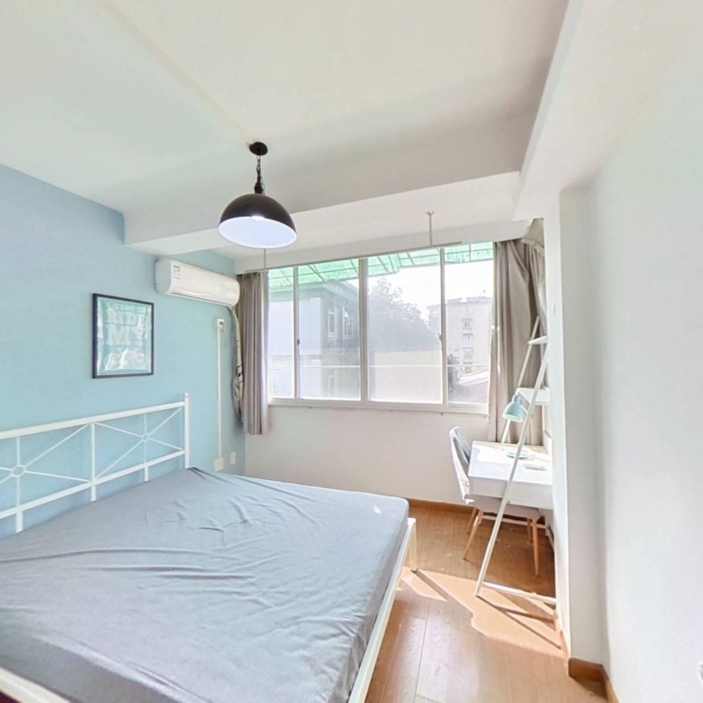 合租·朝晖七区 3室1厅 西卧室图