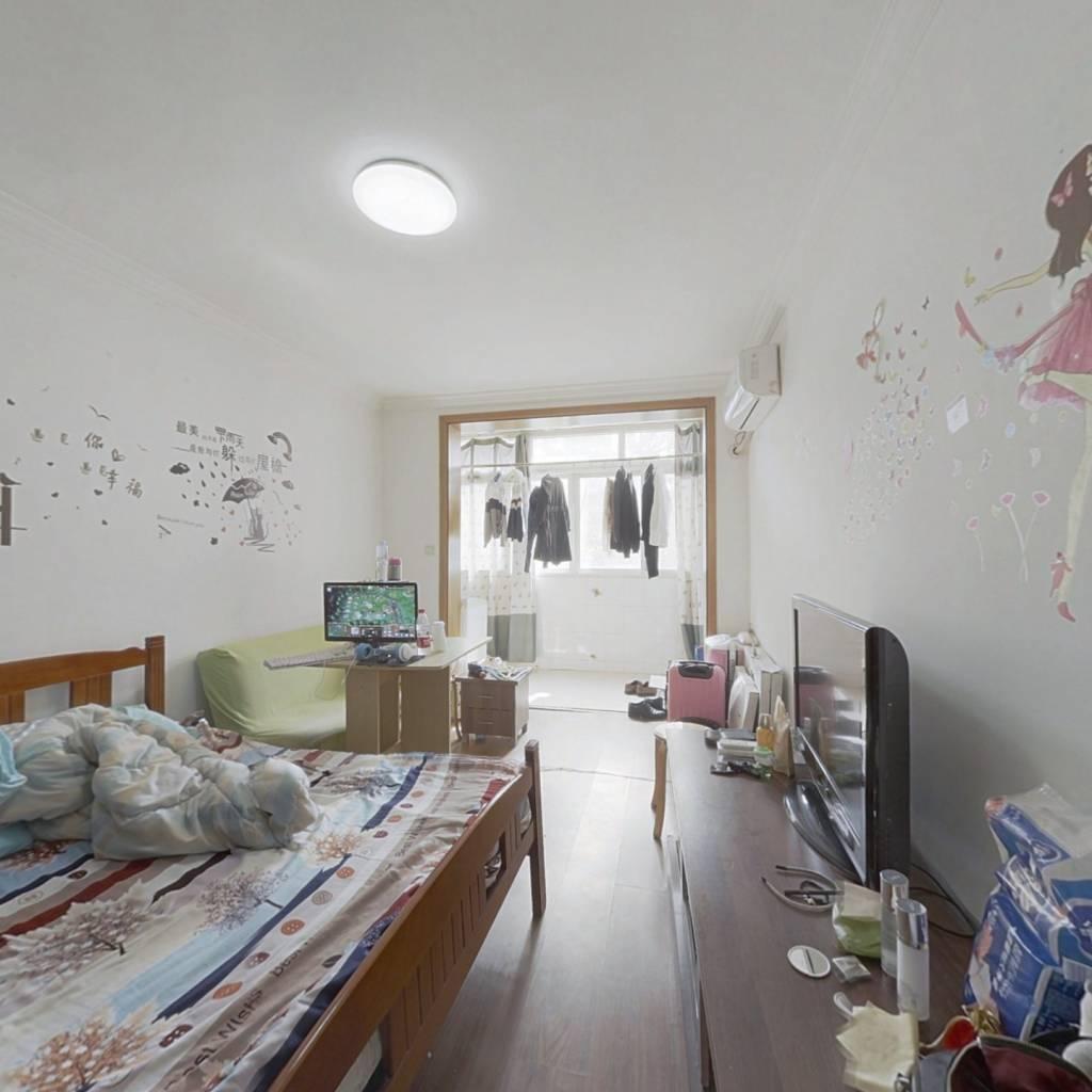 近地铁低总价小一房,居家装修,业主诚意卖