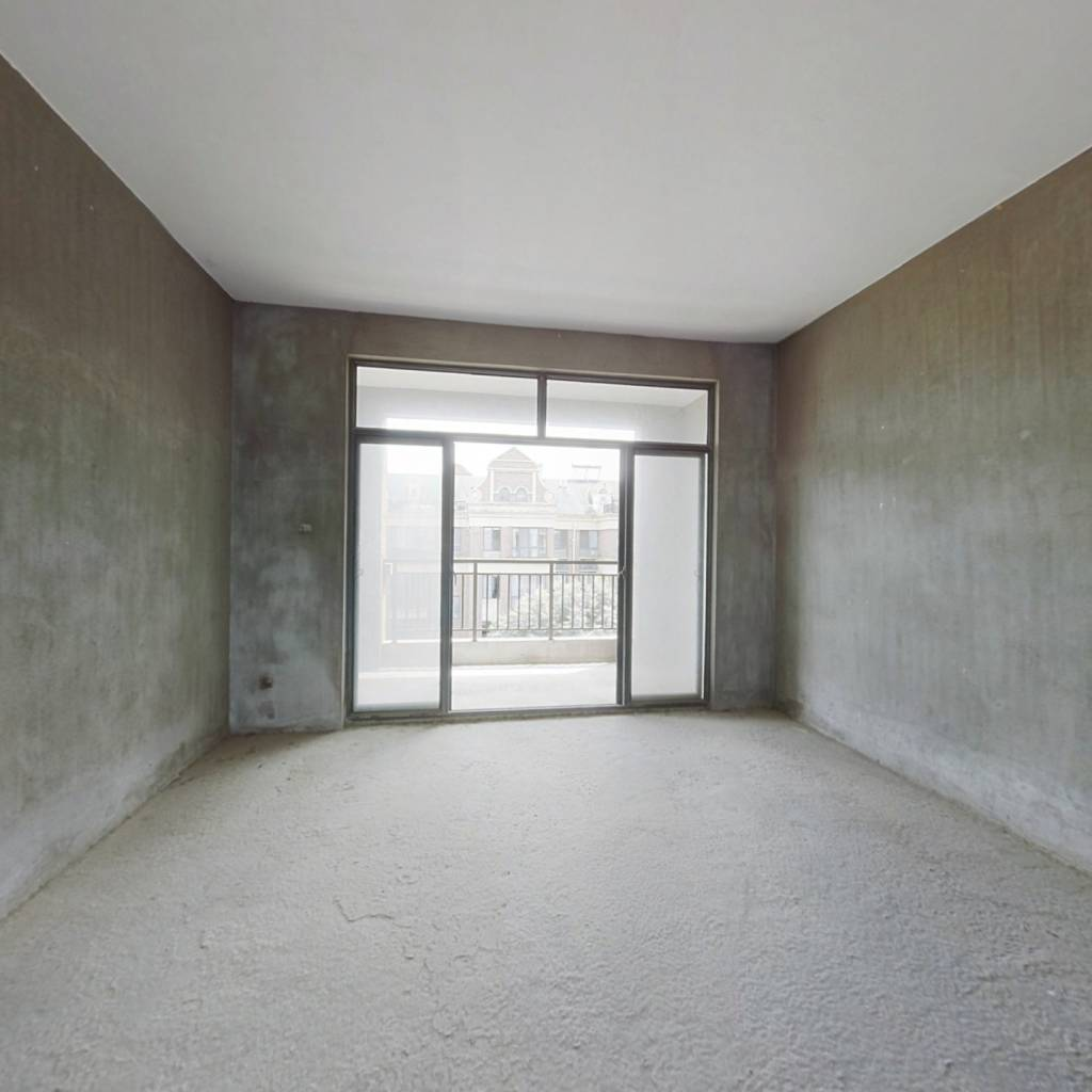 复式楼,下面四个房间,上面两个,双阳台