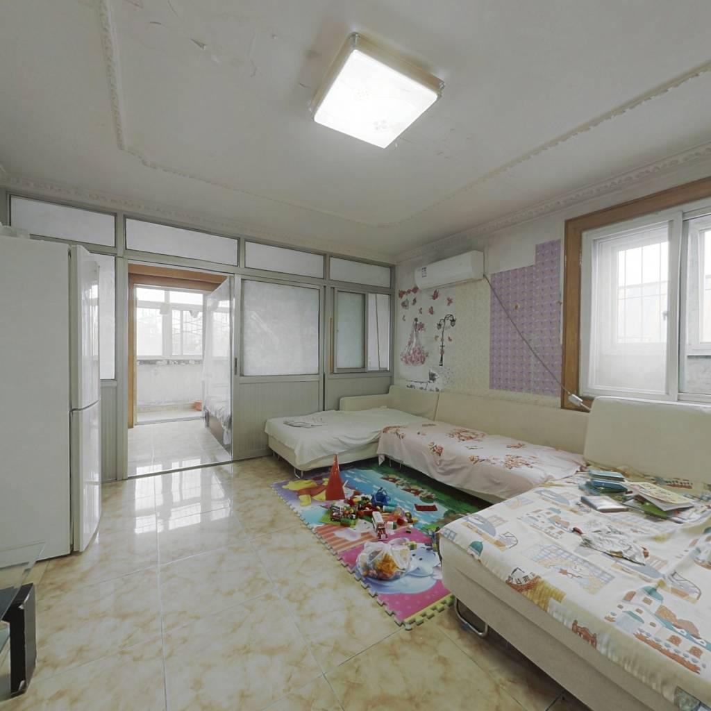 满五唯一 中间楼层 客厅有边窗 业主诚心出售