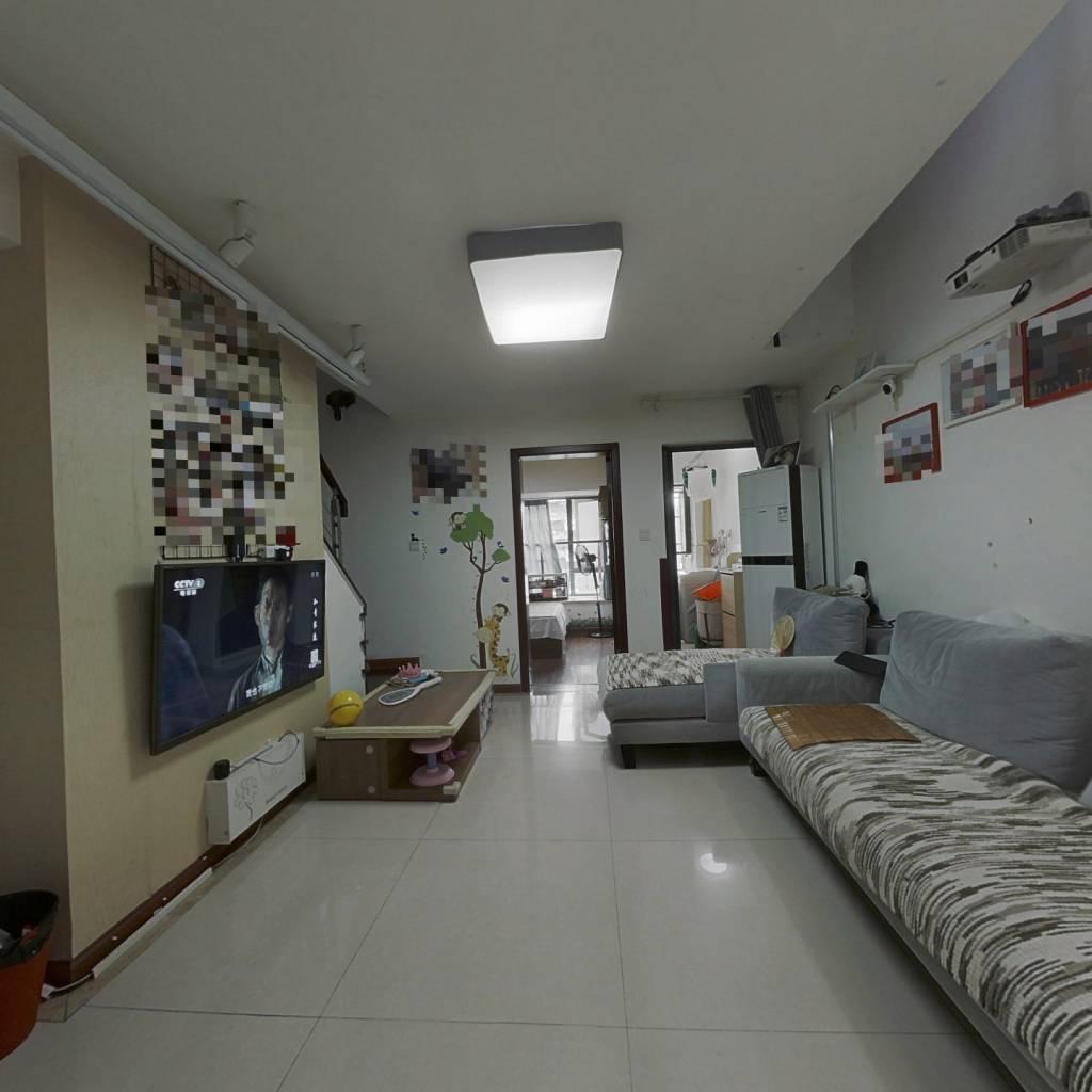 套三跃层户型 带装修,楼层好,中庭位置 安静舒适。