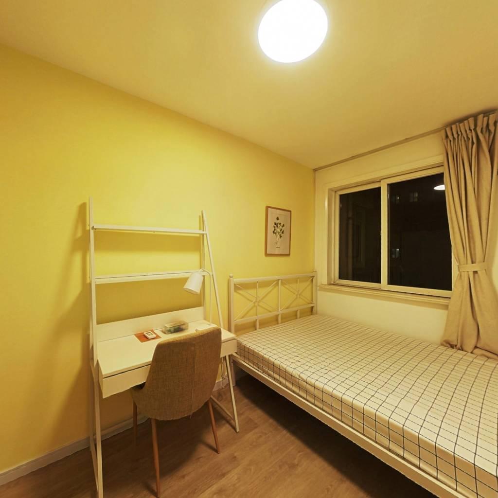 合租·锦丽斯公寓 4室1厅 东卧室图