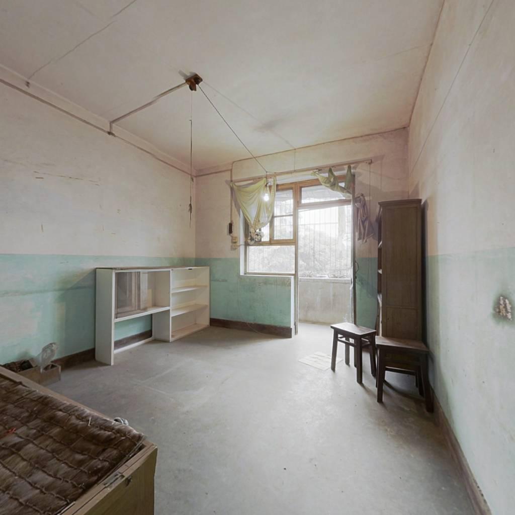房东诚心出售此房屋,无抵押 。随时过户