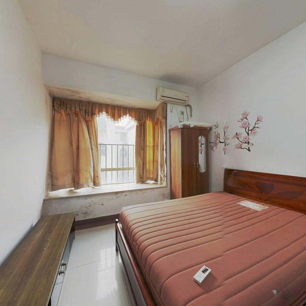 东港城1房,户型方正,带飘窗,有生活阳台