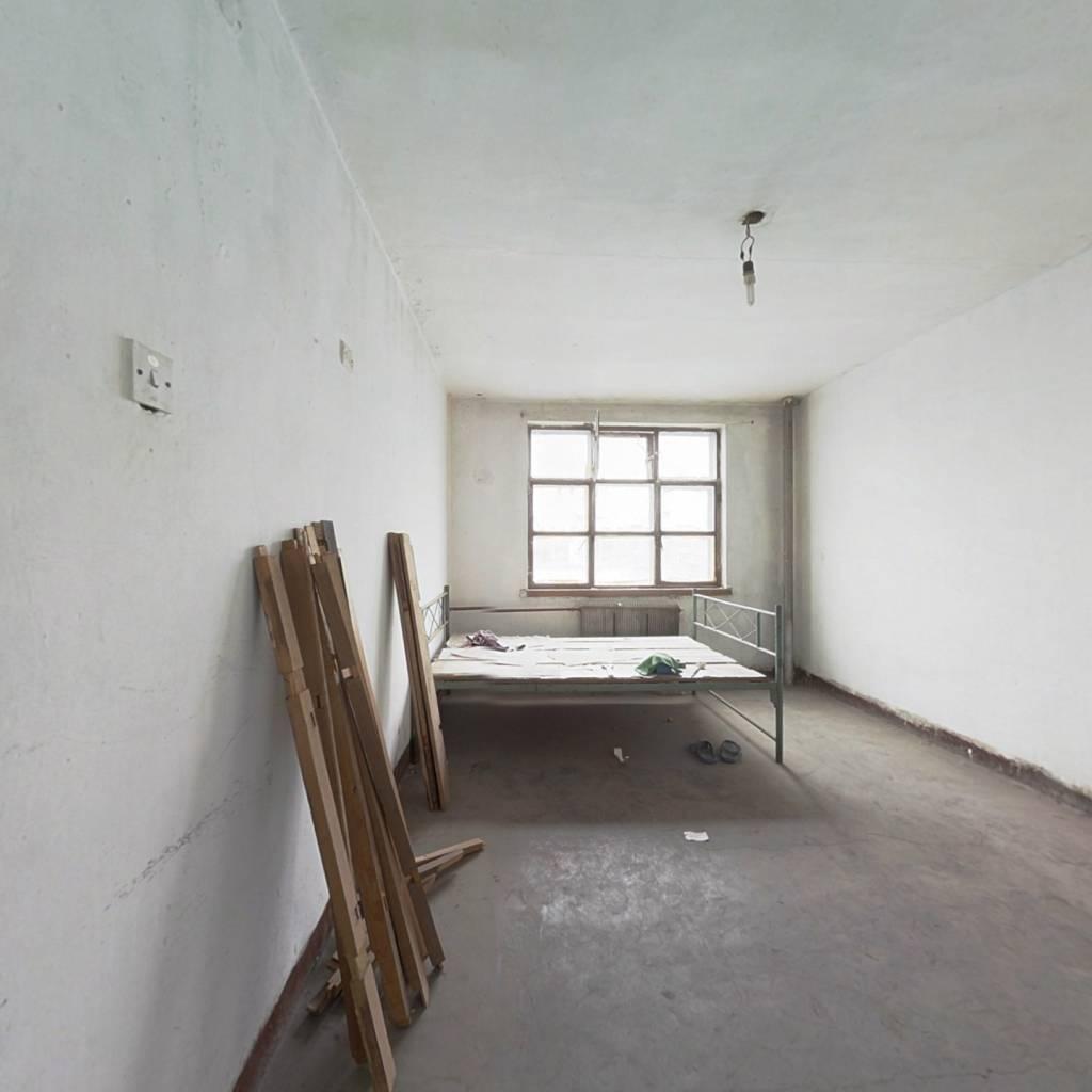 圣天小区,此房位置好,自住较适合,小区入住.