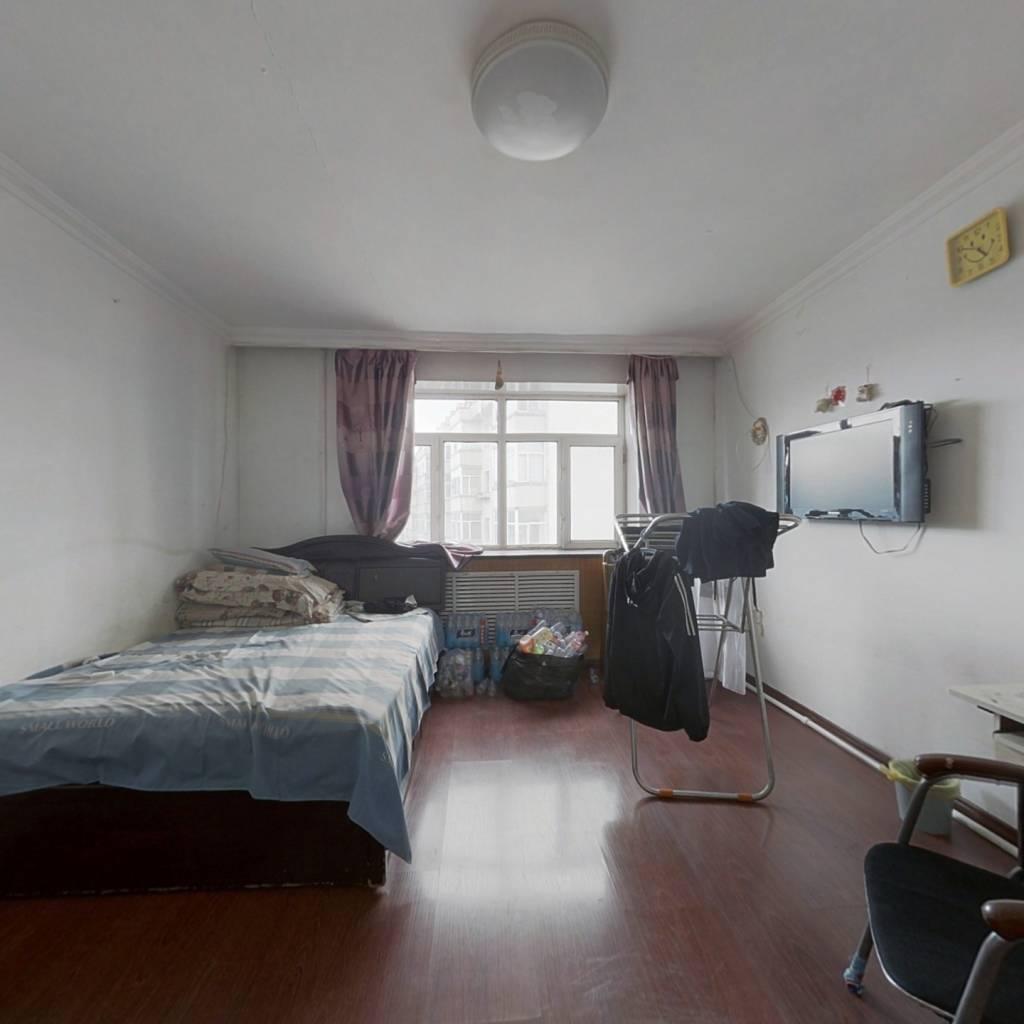 此房房照满5年。可贷款,比邻印象购物。。
