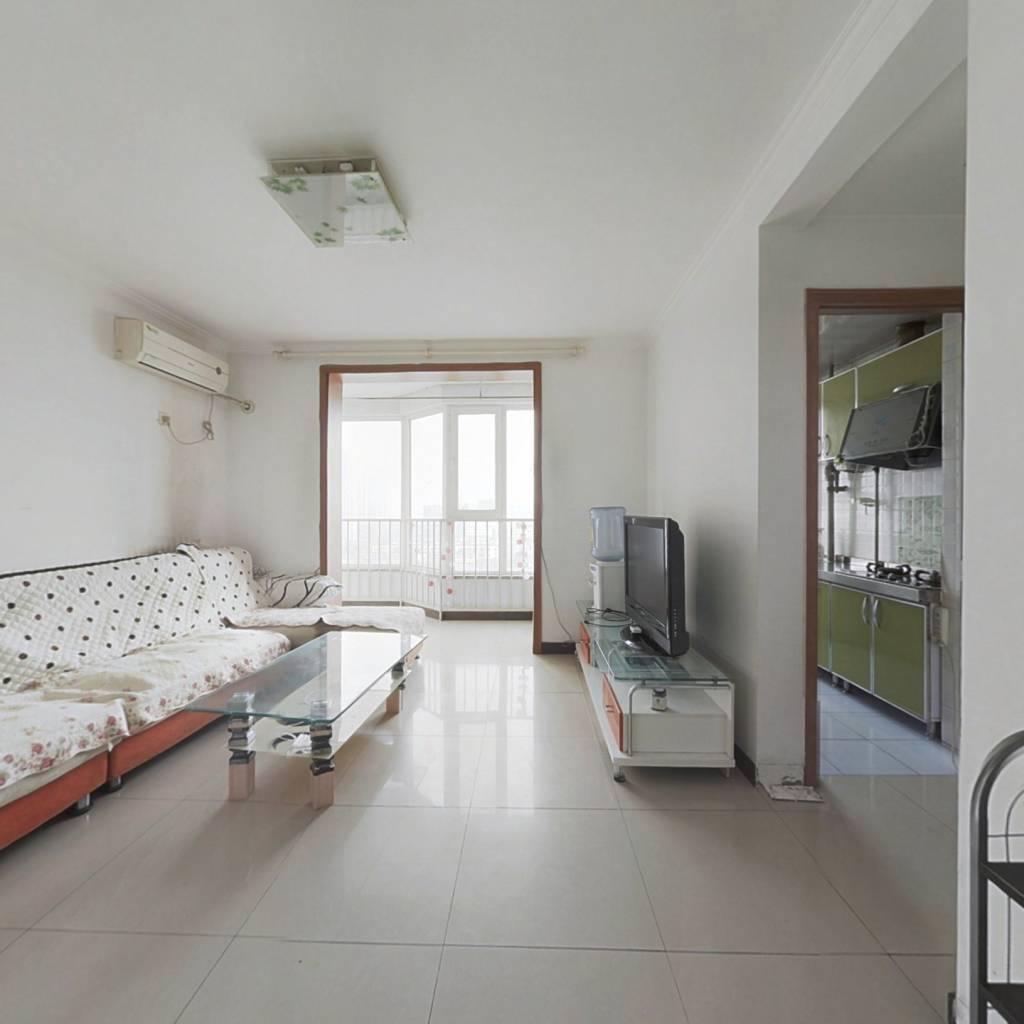 彩虹新城全明格局卧室三面采光高楼层客厅带阳台