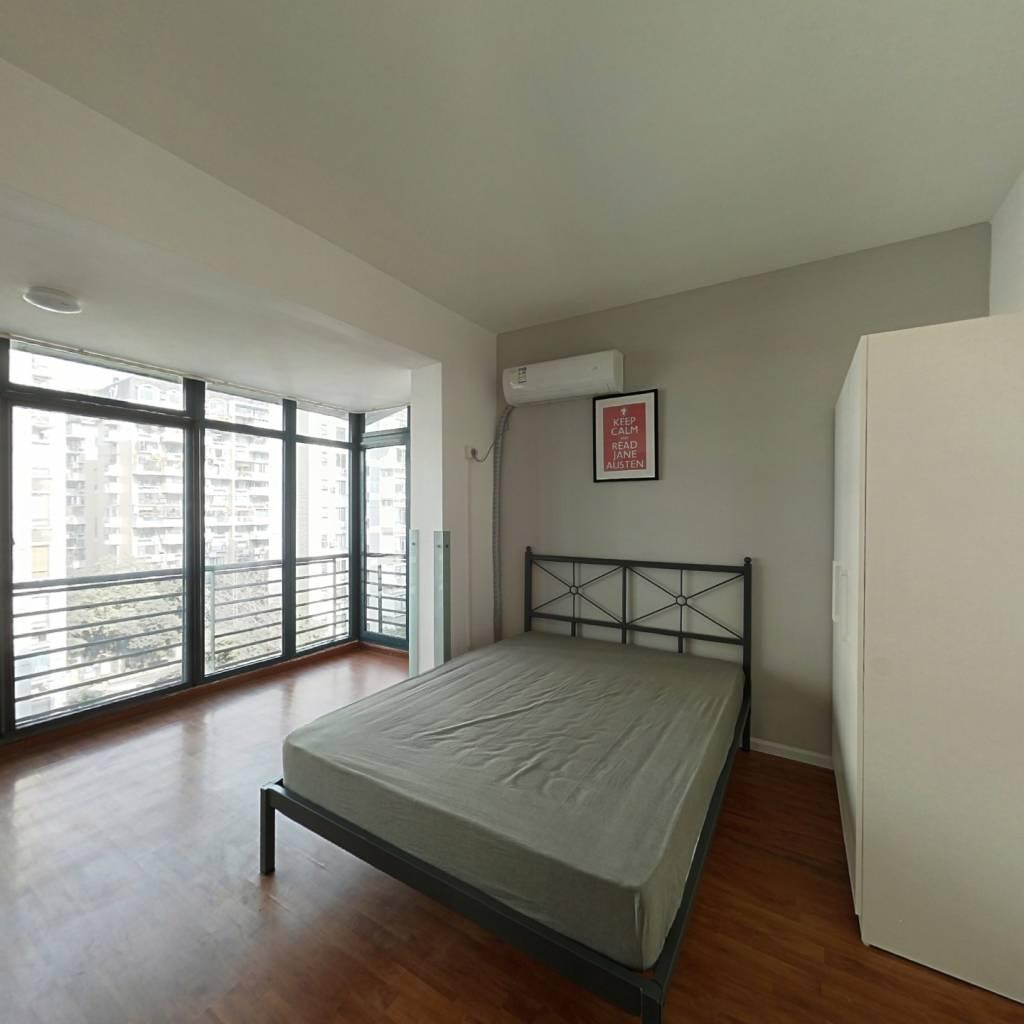 合租·龙华阳光 4室1厅 南卧室图