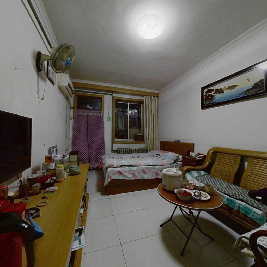 英雄山路西 中间楼层 两室一厅 位置佳 出行方便
