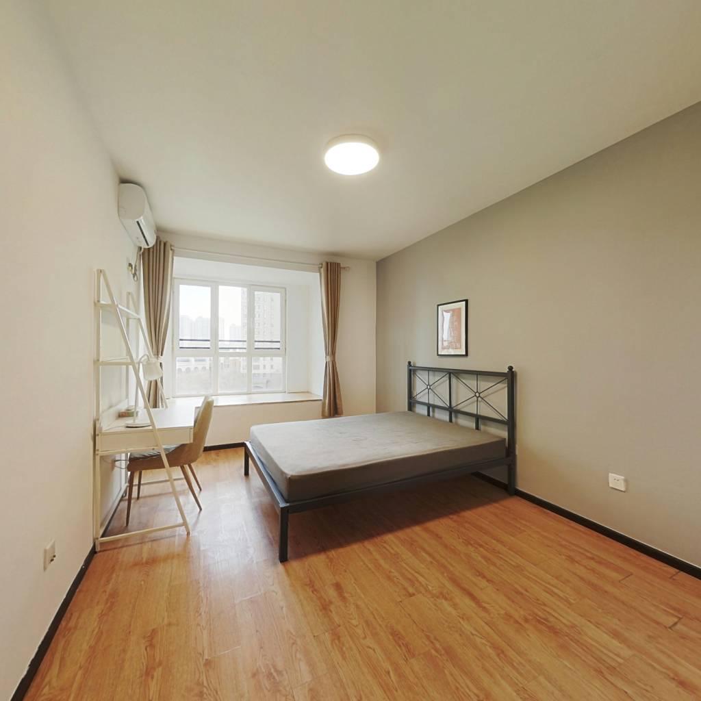 合租·华业东方玫瑰B区 3室1厅 南卧室图