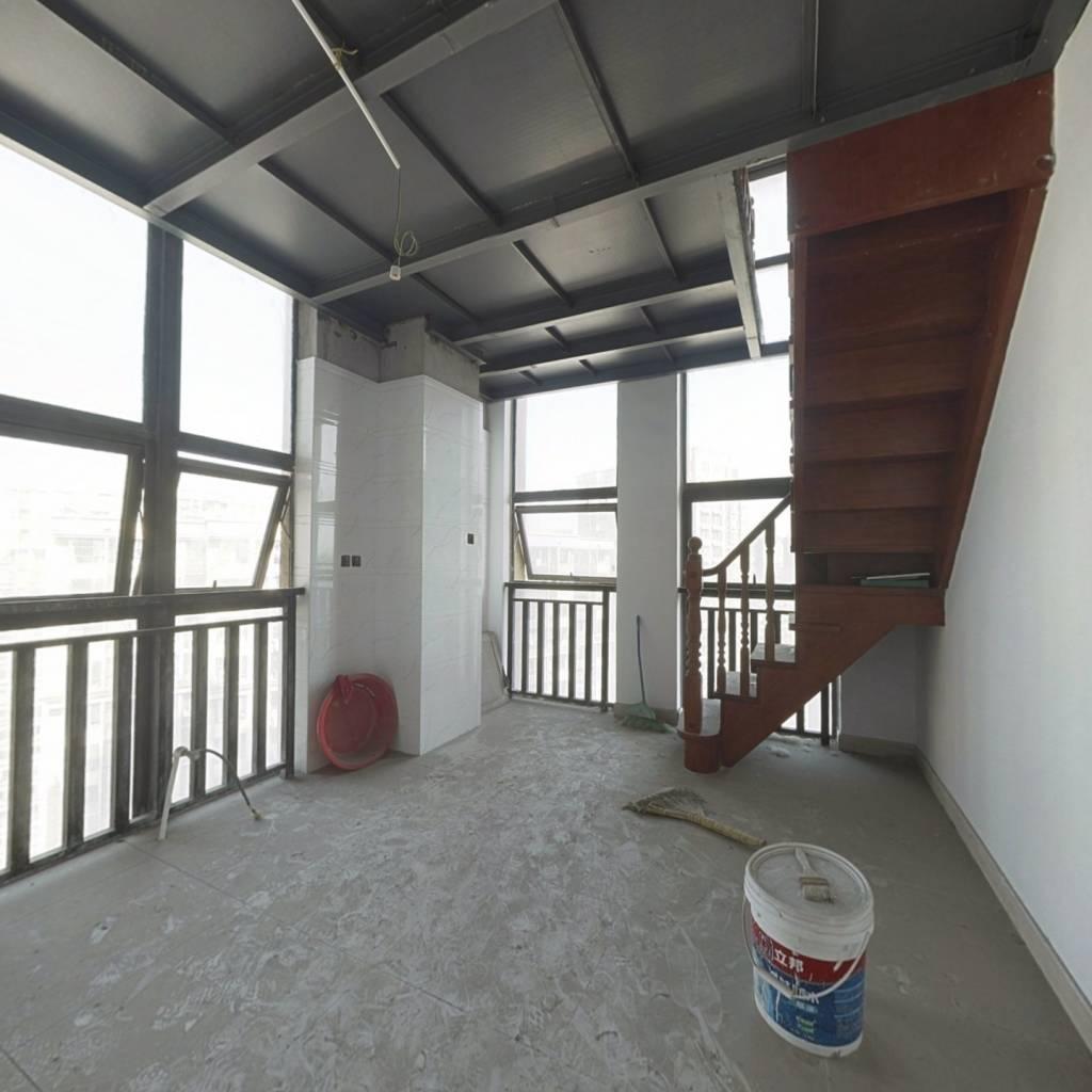 文一名门湖畔小米空间一室房源,业主急售