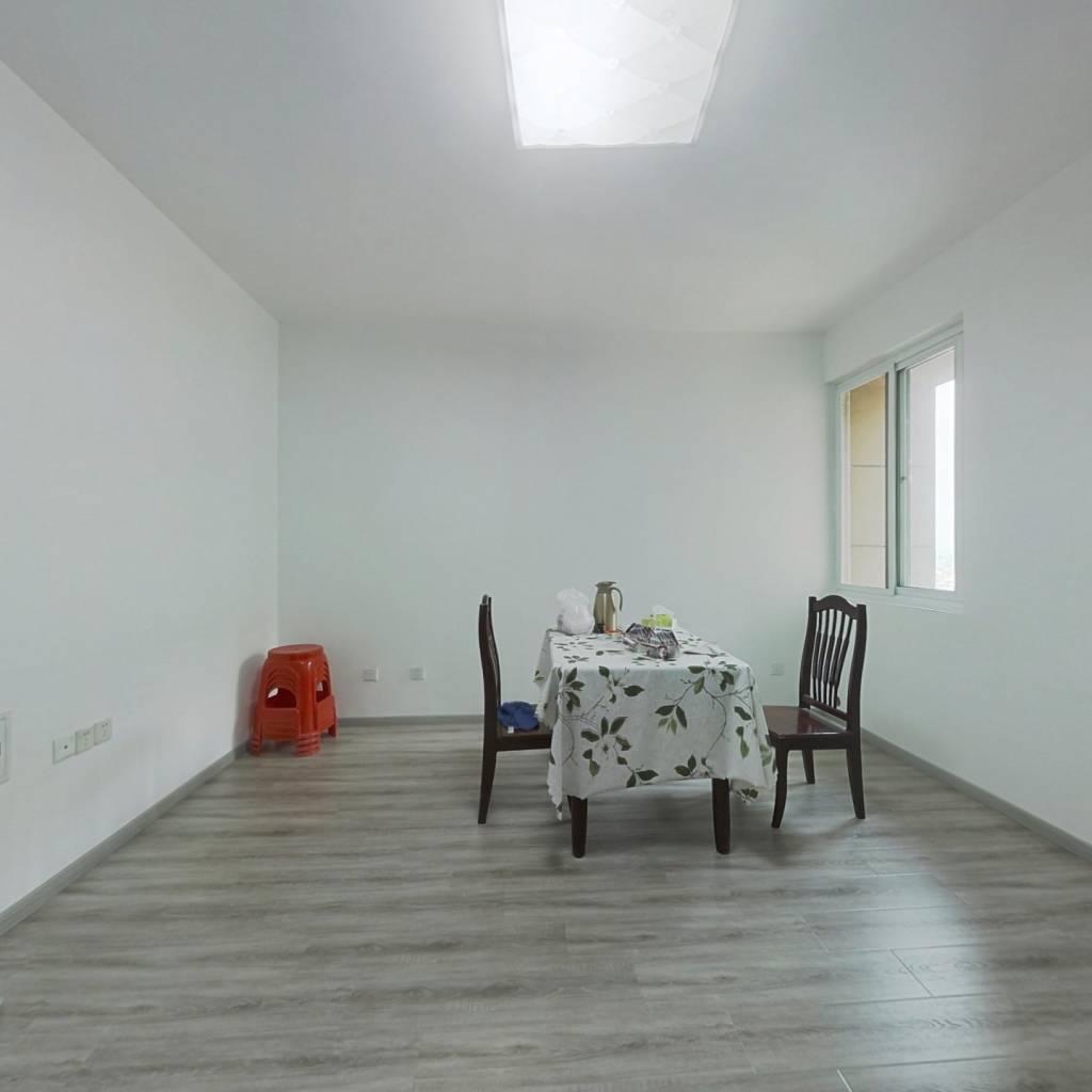 环境优美。视野开阔,楼层保养好,次新房,出行方便。