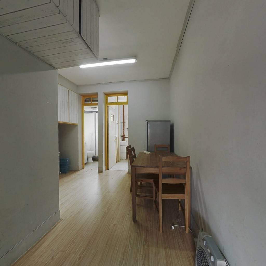 小区精装一房,采光充足,视野很好