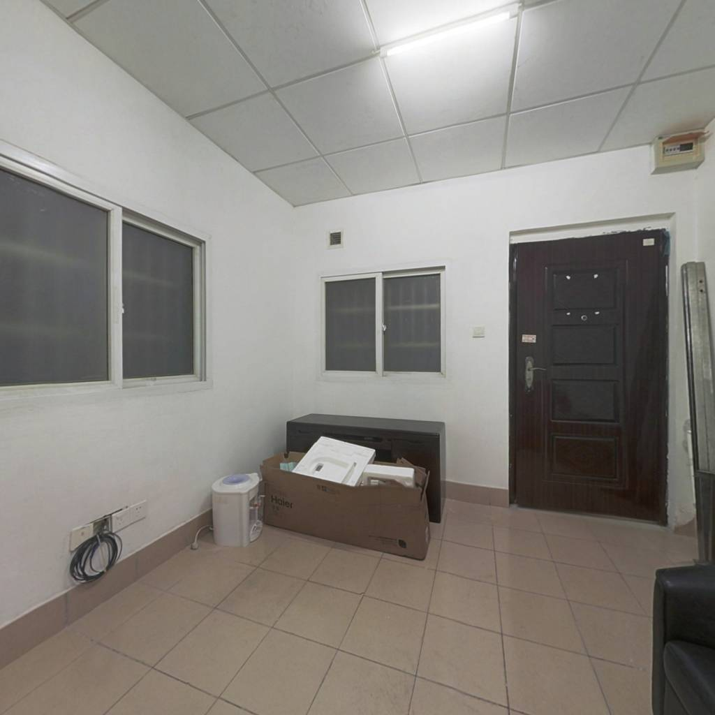 此房满无抵押贷款 电梯房 可做储物间用