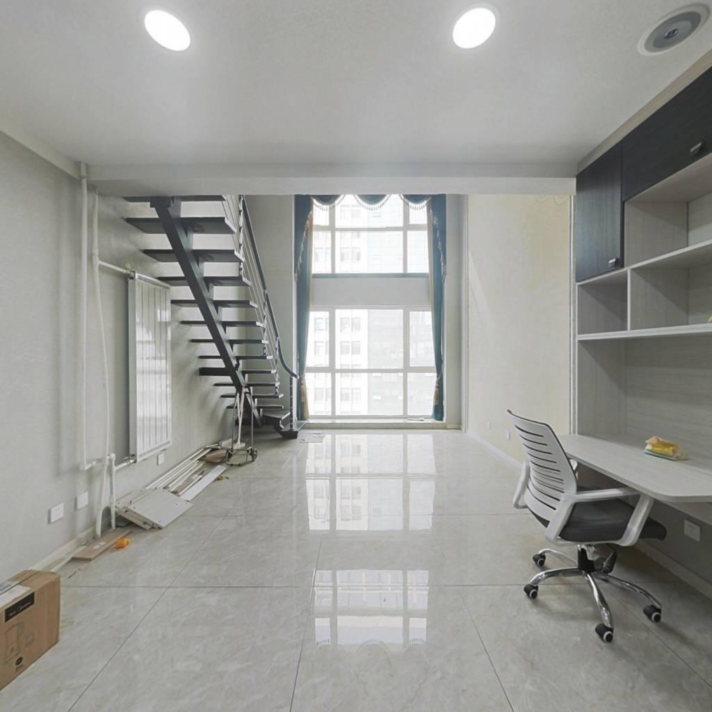新百广场附近+地铁一号线+万象城,精装修loft