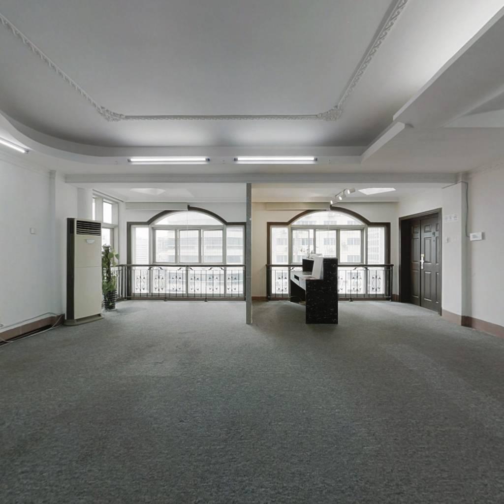 金湖广场 大平层 大三房 厅大房大