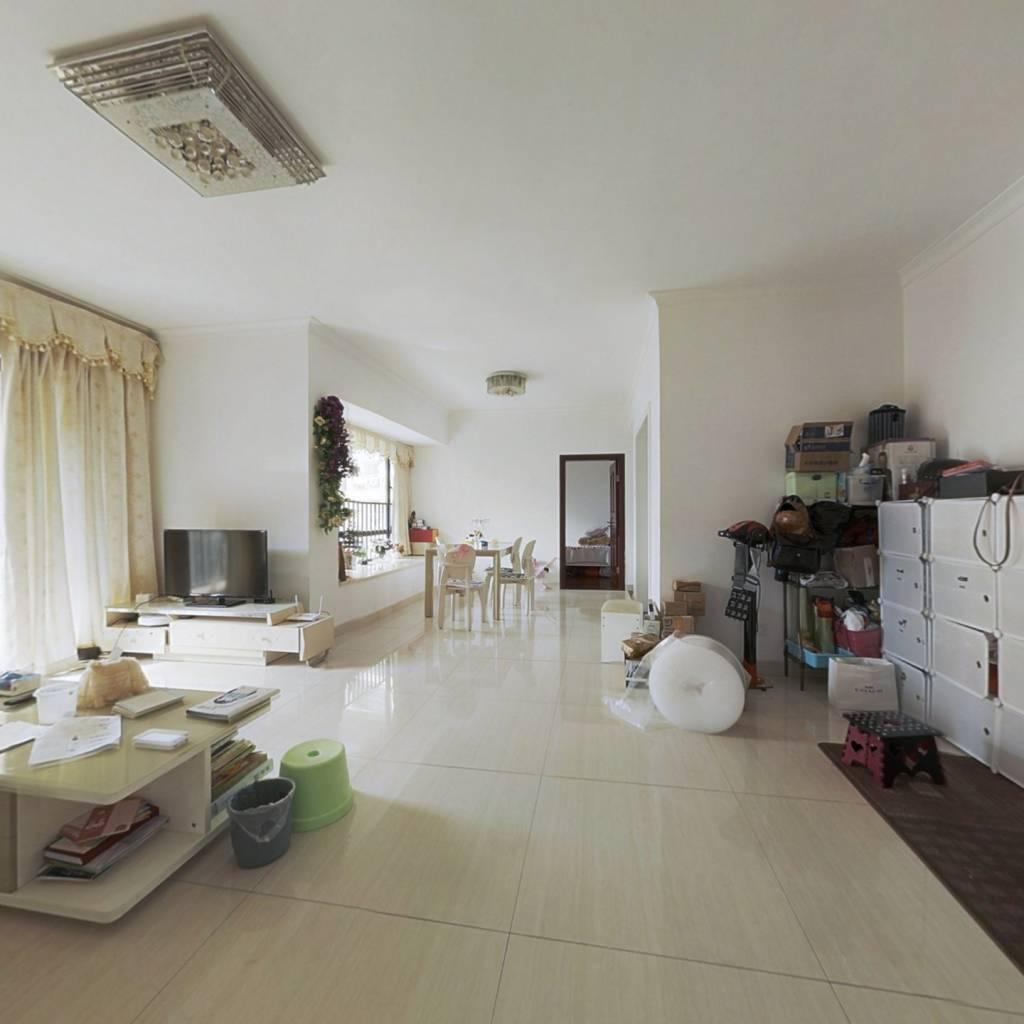 大四房2厅2卫,朝南中层采光好,户型通透,住家舒适