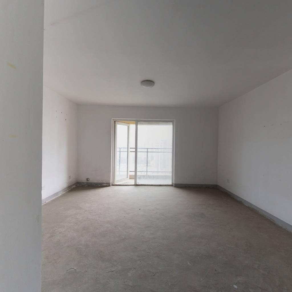 楚河汉街地铁口 凯德1818  通透三房 证满 随时看房