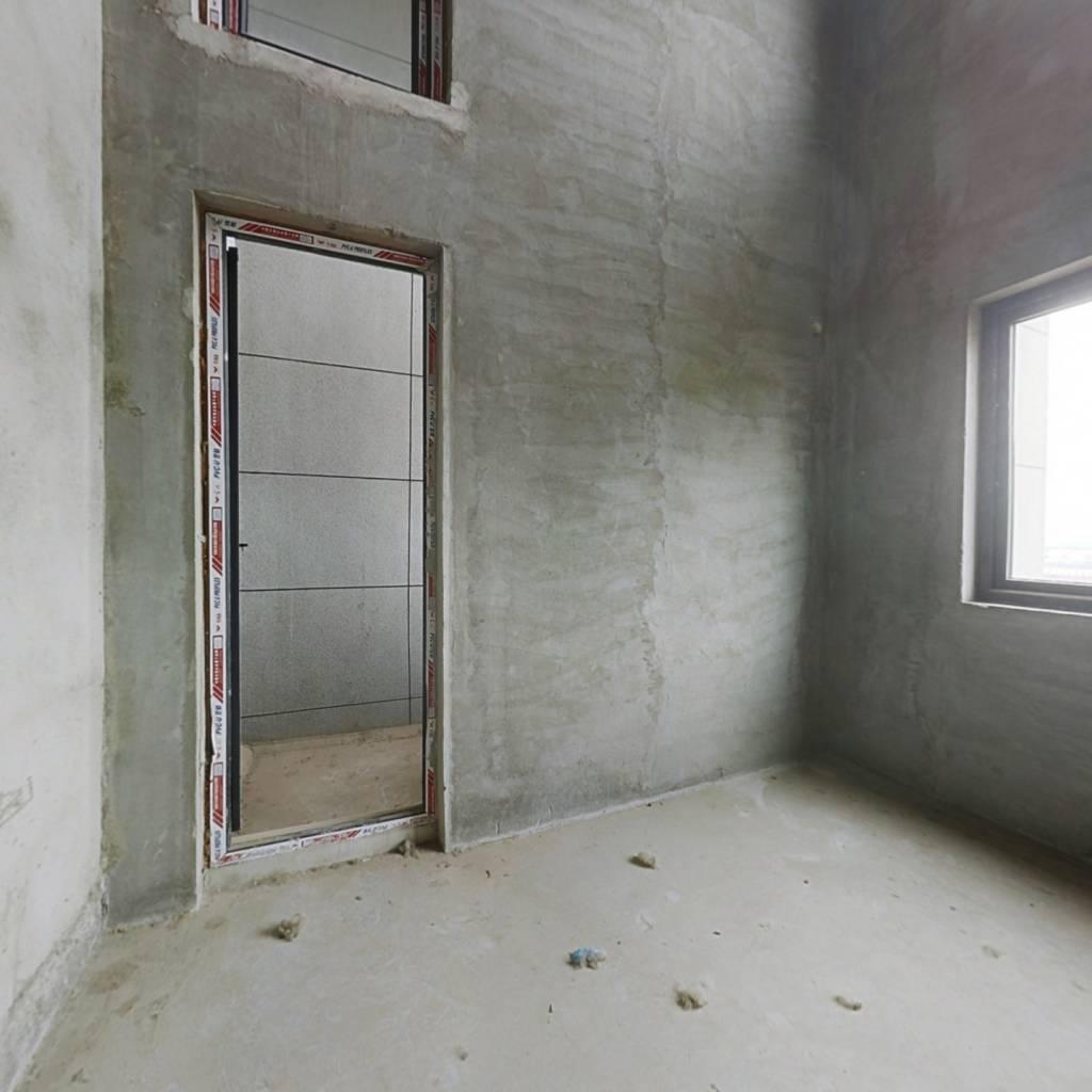 复式大三房有阳台 采光良好 户型方正 无尾款过户方便