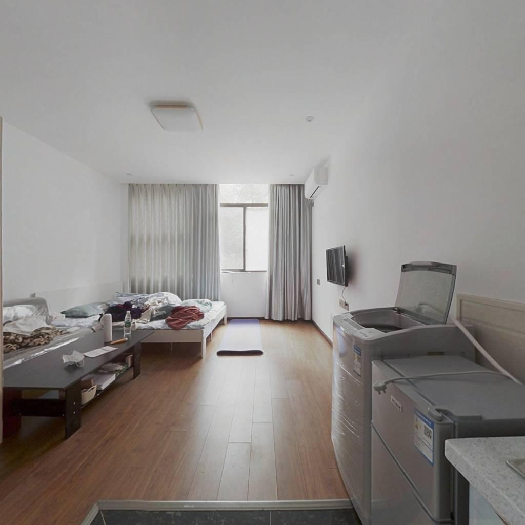 蓝湾公寓 套一 户型方正  精装 拎包入住