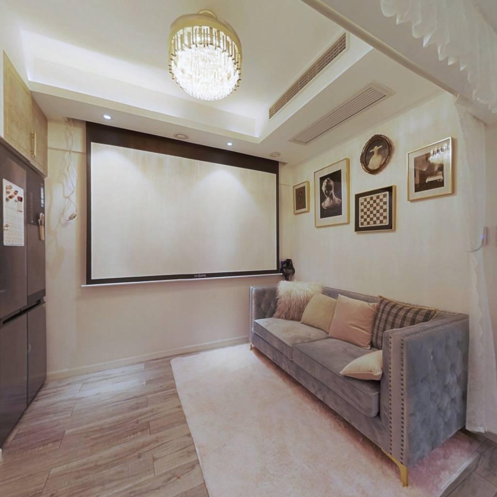 中南地铁口,豪 装一室一厅,出行方便,居家 舒 适