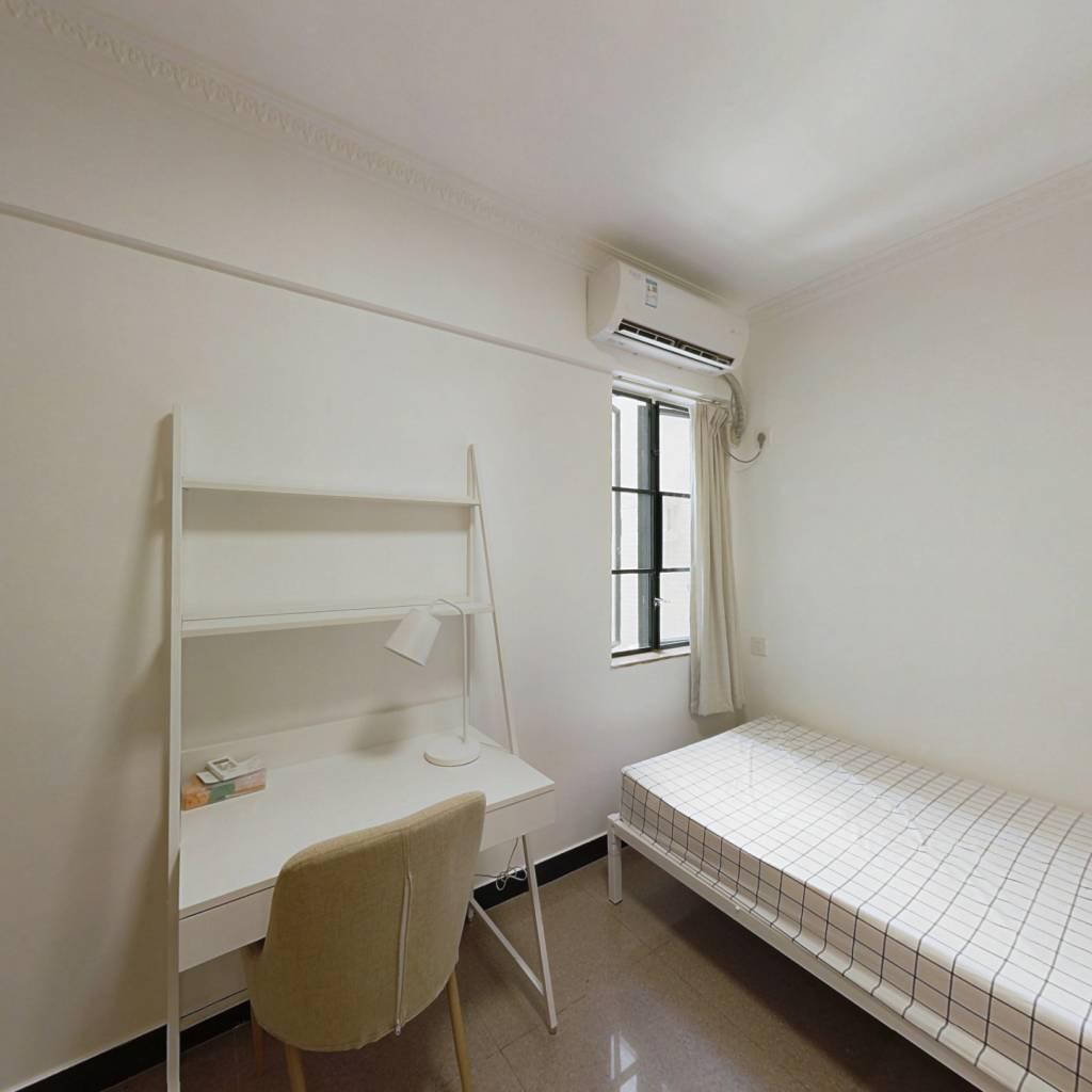 合租·富力广场A区 4室1厅 北卧室图