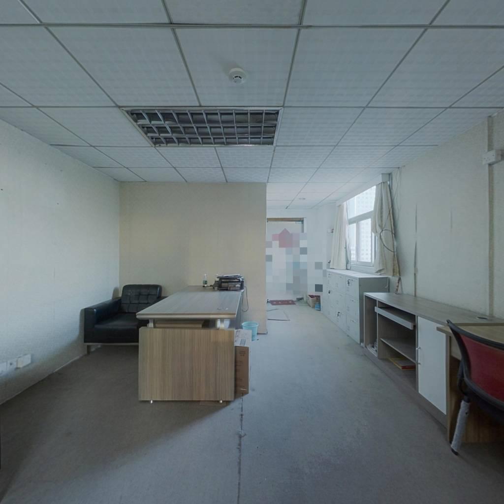 安静舒适 格局方正 装修保养好 适合办公 总价低