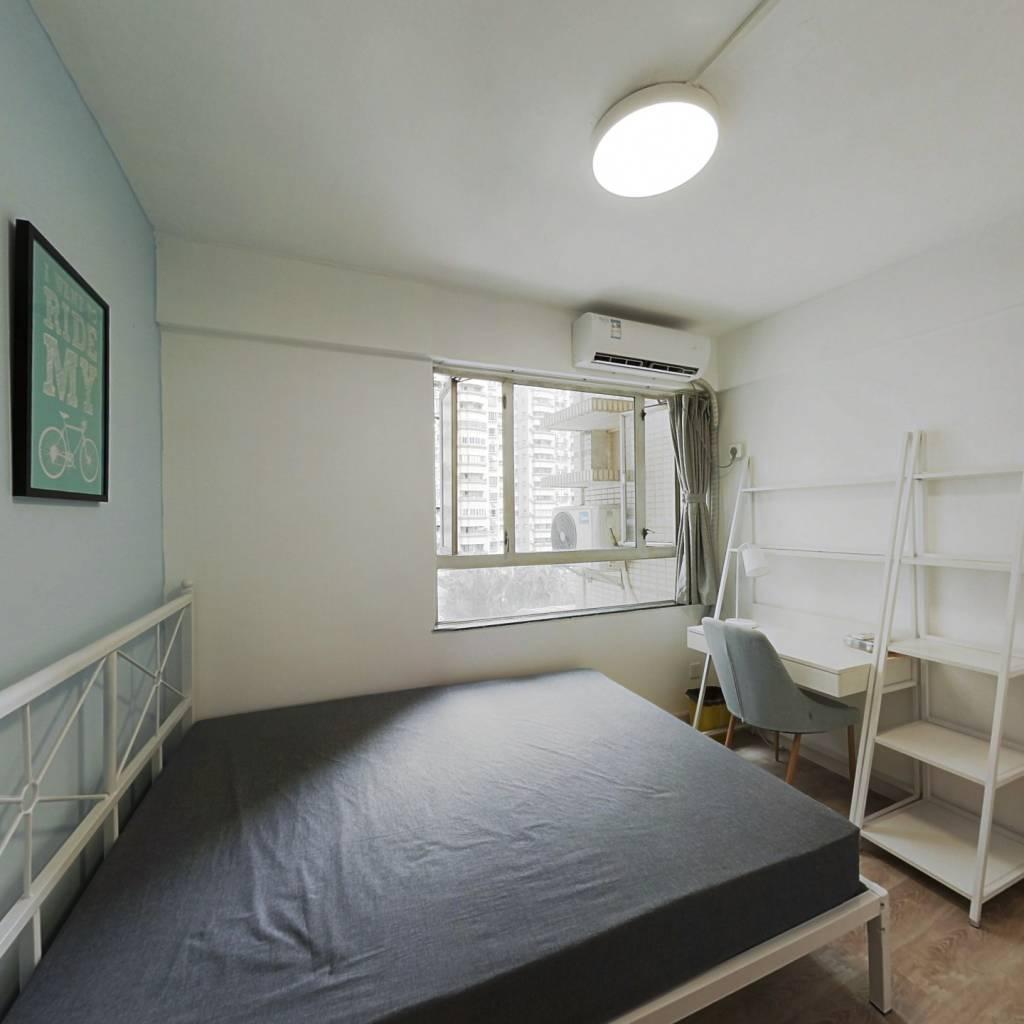 合租·世纪广场 3室1厅 南卧室图