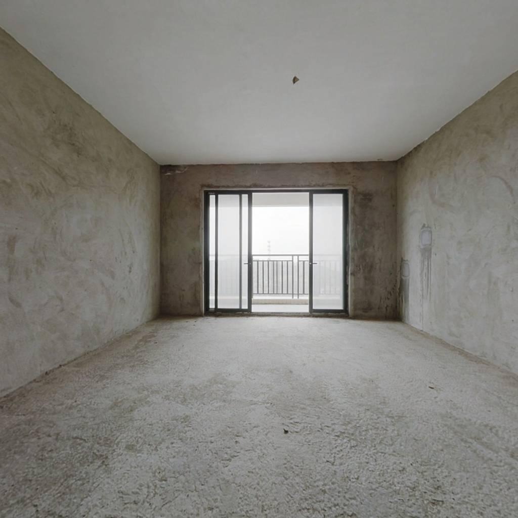 电梯三房二卫双阳台 毛坯房 中等楼层 采光好 视野开阔