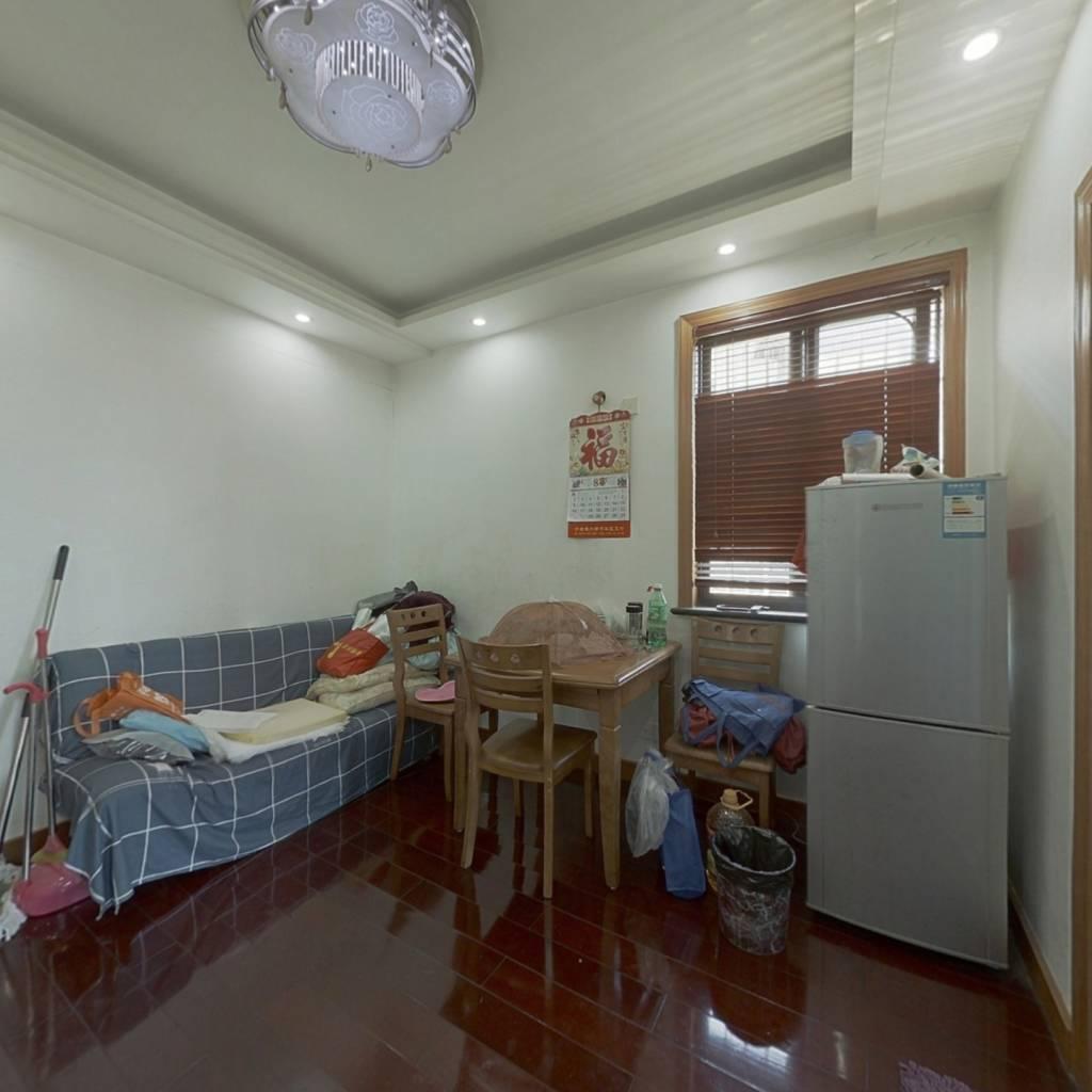 老小区得房率高,两室低总价,使用面积大。配套成熟