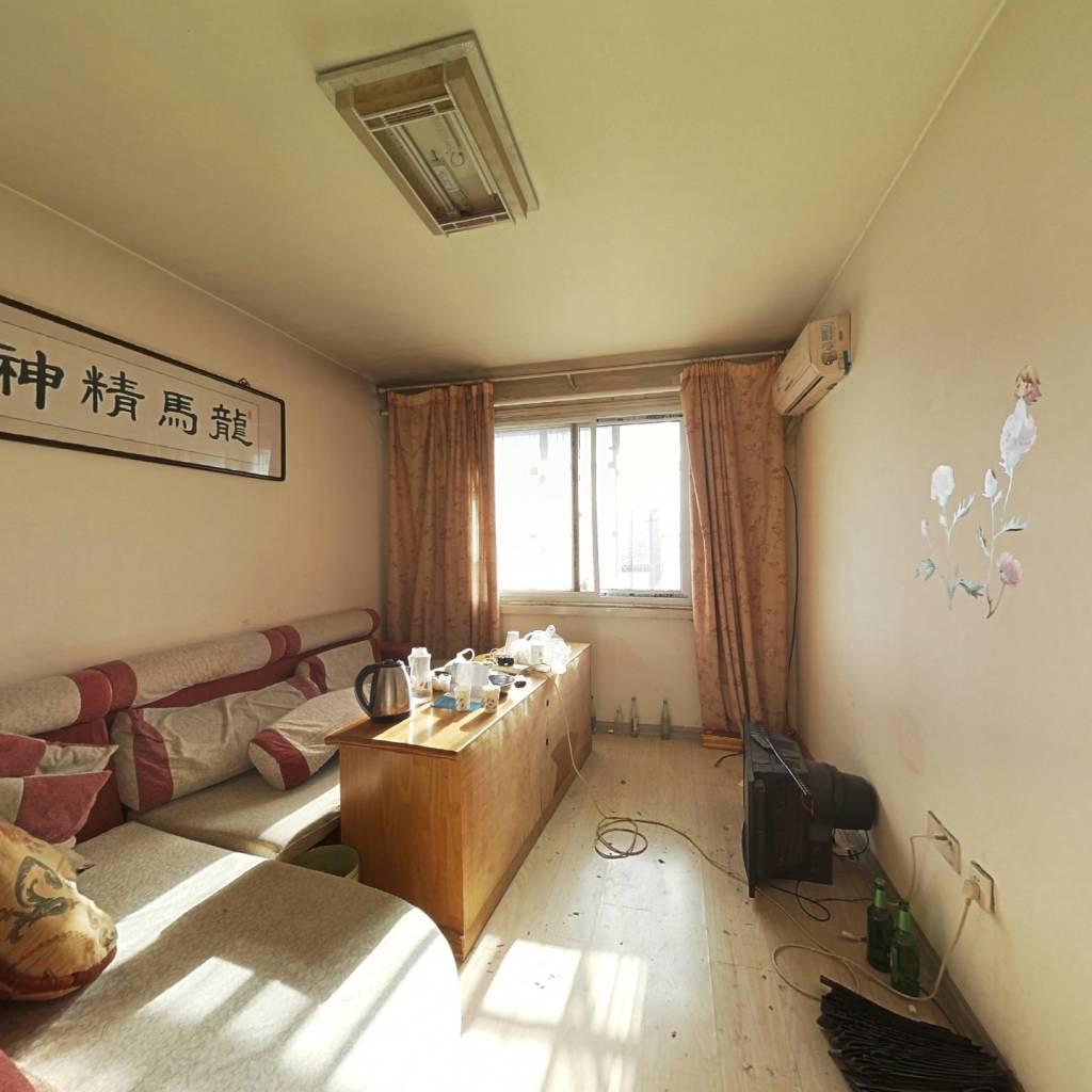 滨海新区大港油田,钻井新村三室在售。