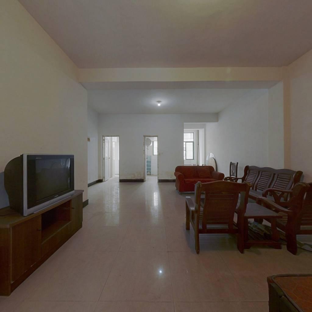 泉塘芯华天酒店旁大三房,中间楼层,户型好,随时看