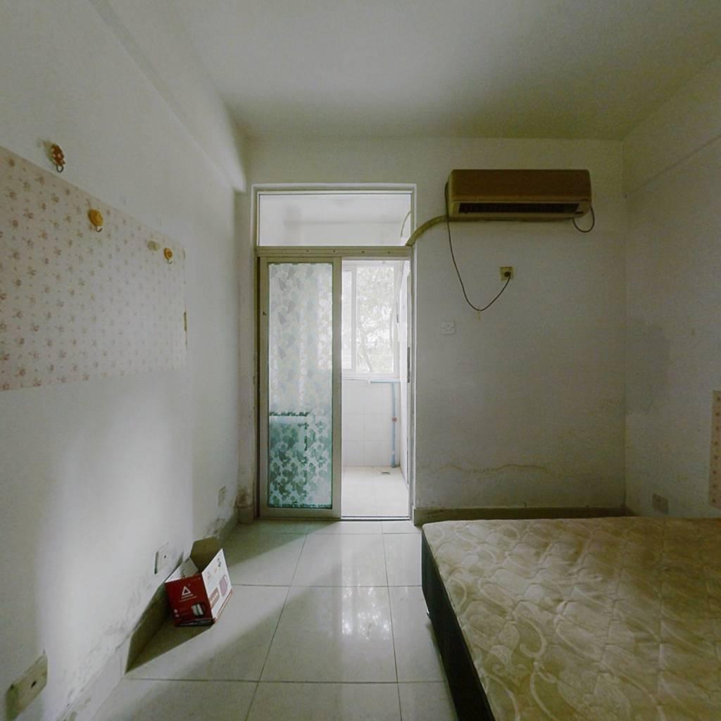 启点公寓 1室0厅 西南