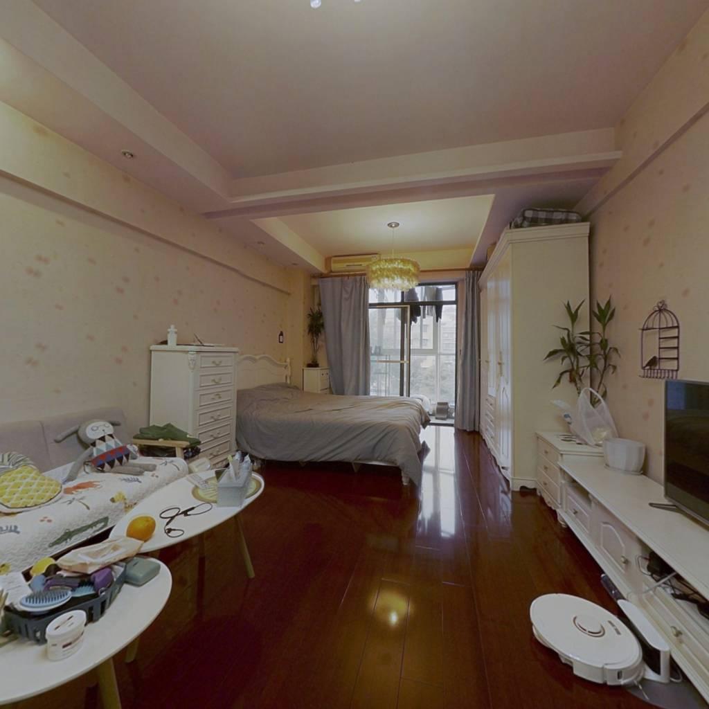 时尚星座精装中楼层满五唯一42.7平米标间