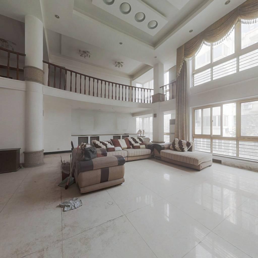 跃层,房子挑高高,空间大,宽敞明亮,户型通透