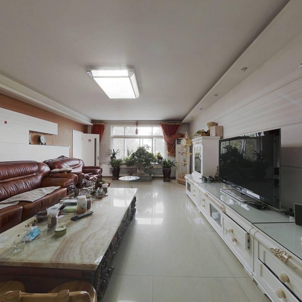 绝世五居户型,三房朝南,阳面大客厅,好房。