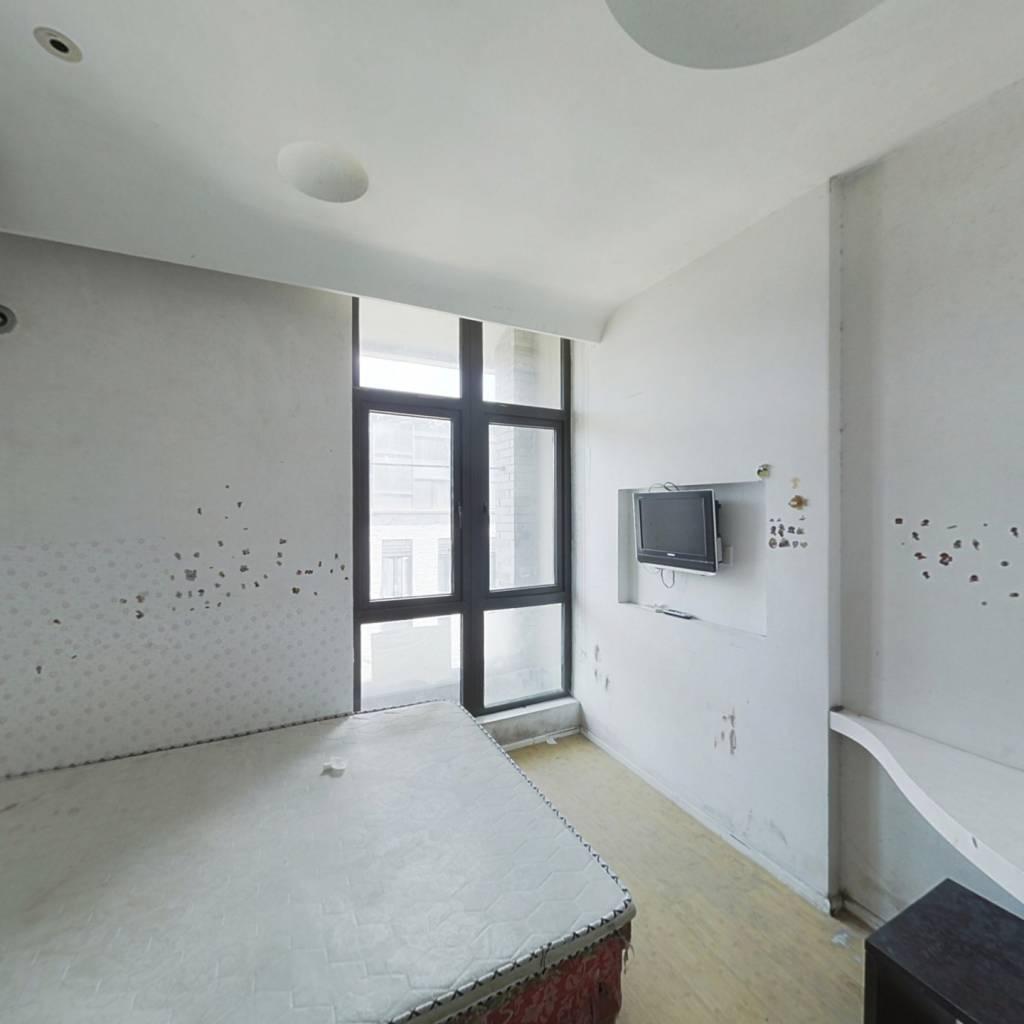 邻近地铁,房子低总价,看房方便。