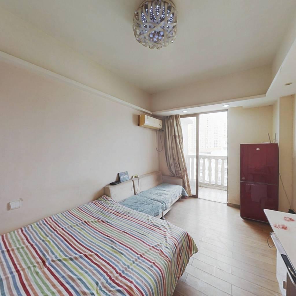 业主急售,带露台好公寓,看房方便,诚意出售。
