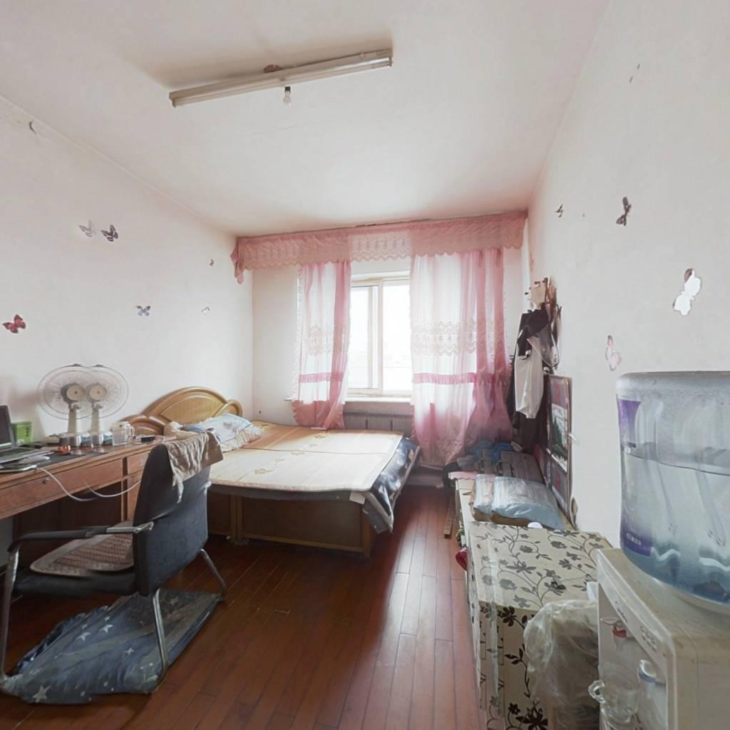 此房是满五唯一的,简单装修,现在是出租状态